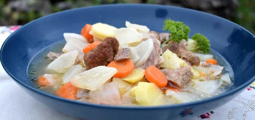 Íslensk kjötsúpa: Klassisk islandsk fåresuppe