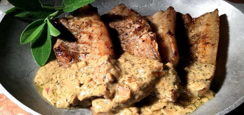 Côtes de porc sauce moutarde: Fransk grillribbe med sennep- og salviesaus