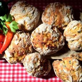 Pizzi leccesi: Pizzo fra Sør-Italia med alt i deigen
