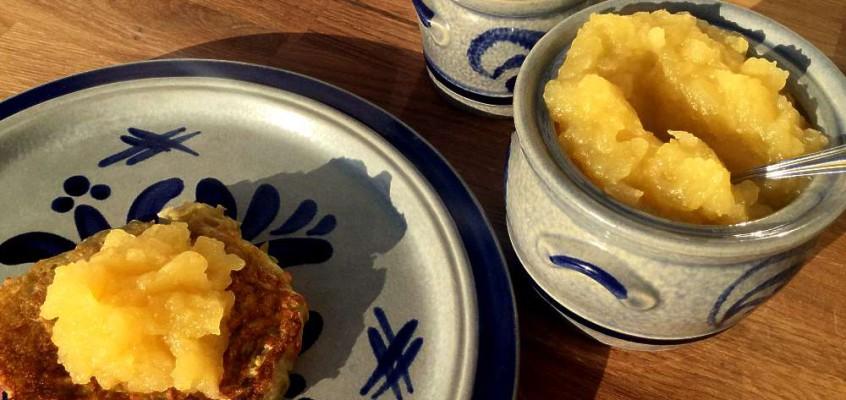 Kartoffelpuffer med eplemos: Tyske potetpannekaker, bestemors yndlingsmiddag