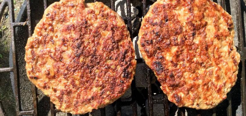 """Pljeskavica: Grisegode serbiske """"burgere"""""""