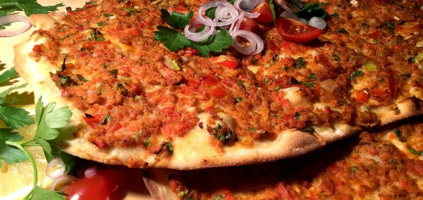 "Lahmacun: Tyrkiskarmensk ""pizza"" med røtter i oldtiden"