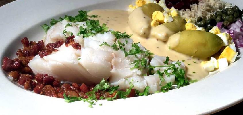 Kogt torsk med sennepssovs: Dansk festmåltid